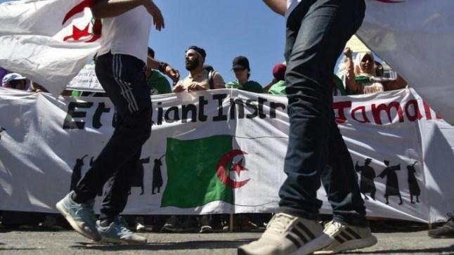 طلاب الجزائر يخرجون في مظاهرات ضد بقايا نظام بوتفليقة..