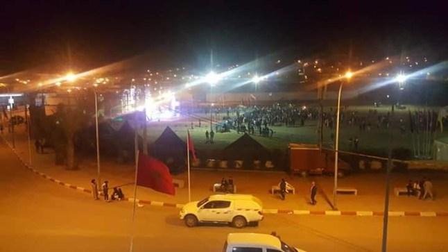 """بالصور. ساكنة """"إفني"""" تقاطع مهرجان المدينة حدادا على أرواح ضحايا قوارب الموت"""