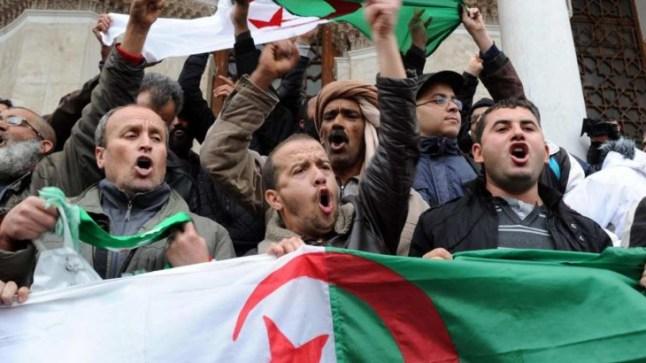 الجزائريون يخرجون للشارع للمطالبة برفض تواجد العسكر في السلطة!
