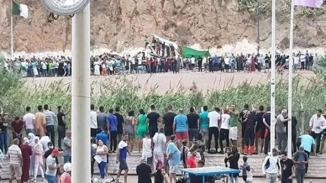 بعد الاحتفال بتأهل المنتخب الجزائري.. نشطاء يطالبون بفتح الحدود بين المغرب والجزائر!