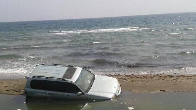 غرق سيارة في بحر الداخلة.. يؤدي بحياة فتاة ونقل شخصين بين الحياة و الموت إلى المستشفى!