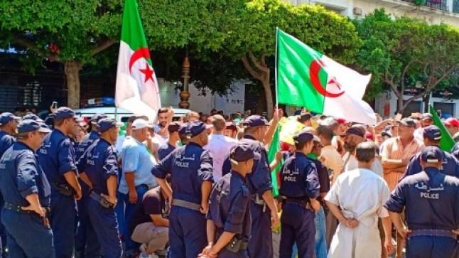 الجمعة الـ28 متظاهرو الحراك بالجزائر ينادون بسيادة شعبية تحكم المرحلة الانتقالية..