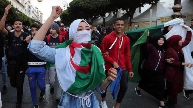 """الجمعة الـ24: الجزائريون يحتجون والجيش يرفض """"إجراءات التهدئة"""""""