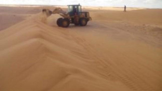 """""""جماعة الحكونية"""" تكافح زحف الرمال"""