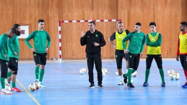 """المنتخب المغربي يصل العيون للمشاركة في """"كان"""" كرة القدم في القاعة المغطاة.."""