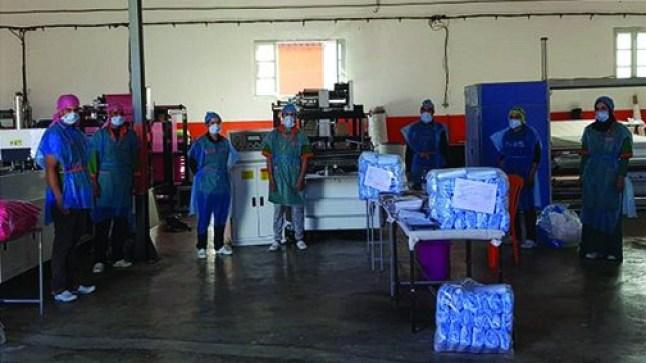 """في نفوذ العامل """"بوعبيد الكراب"""". وحدة صناعية بإقليم شيشاوة تحول إنتاجها إلى صناعة الكمامات الواقية"""
