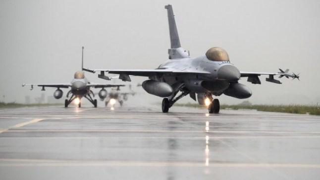 المغرب يقتني سرباً من 25 طائرة إف16 النفاثة و36 مروحية أباتشي قتالية أمريكية