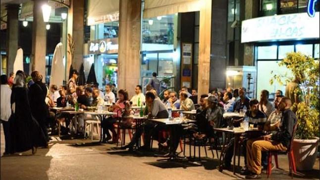 الحكومة تعد دليل فتح المقاهي، المطاعم، محلات الحلاقة..بعد العيد!
