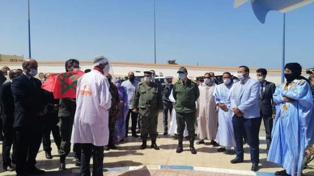 عامل إقليم بوجدور يسلم تجهيزات لمقدمي الوجبات الخفيفة بمرفأ بوجدور