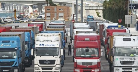 المغرب يمنع دخول الشاحنات الإسبانية غير المتوفرة على عقد تعاون مع شركة محلية