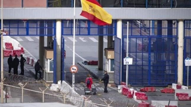 صحيفة إسبانية : المغرب سيفتح معابر سبتة و مليلية في يناير !