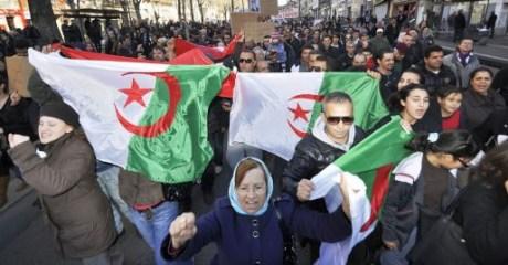 للأسبوع الثاني على التوالي.. الجزائريون يعودون للشارع للمطالبة بإسقاط باقي رموز النظام