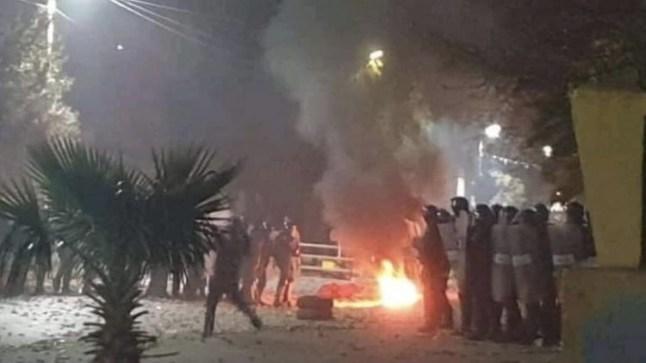 وفاة بوعزيزي الجزائر يُشعل لهيب المظاهرات بتيارت بعد إحراق نفسه إحتجاجاً على الإقصاء من السكن