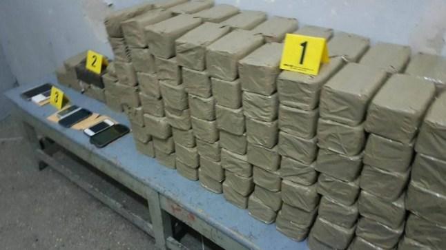 حجز أزيد من طنين من المخدرات على متن شاحنة لنقل البضائع بالدار البيضاء