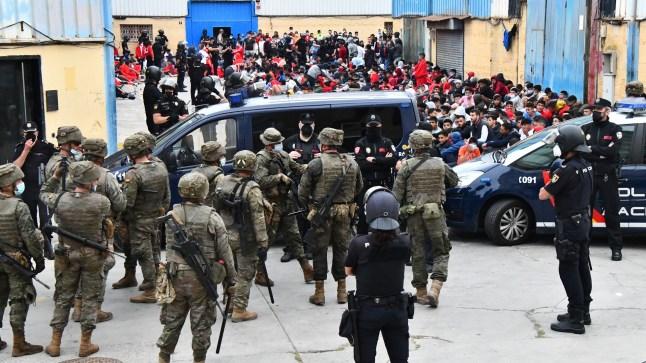 الخارجية الإسبانية تنتقد المغرب مجددا: الهجرة الجماعية رد مدبر من المملكة لكننا لن نراجع الموقف من الصحراء