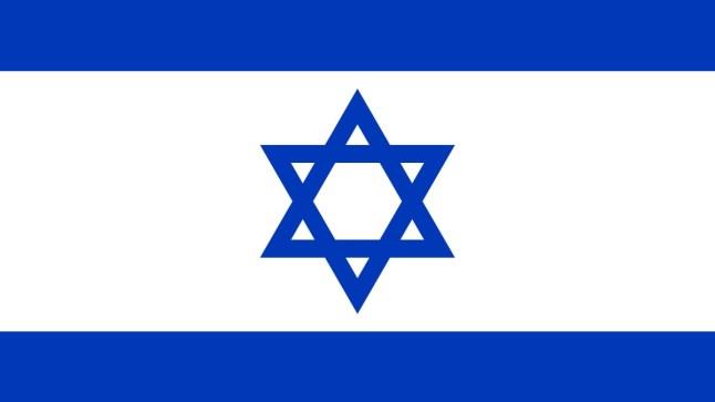 يهود يتجولون في شوارع مدينة العيون