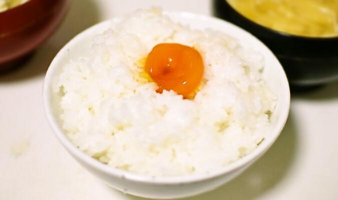 醤油漬け卵かけご飯