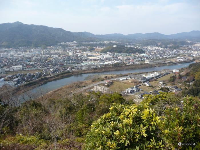 鯉のぼりの石ヶ坪山