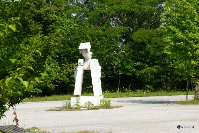 来福台の白い彫刻