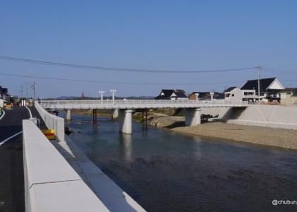厚狭の新鴨橋はまっ白で広かった!。