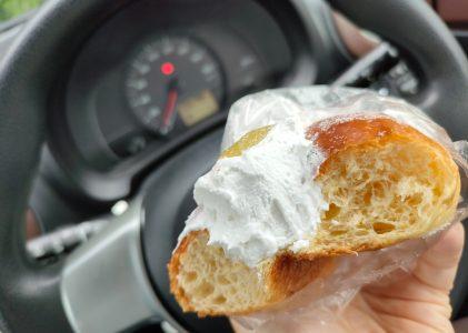 流行りのマリトッツォをマックスバリュで買って食べてみました。