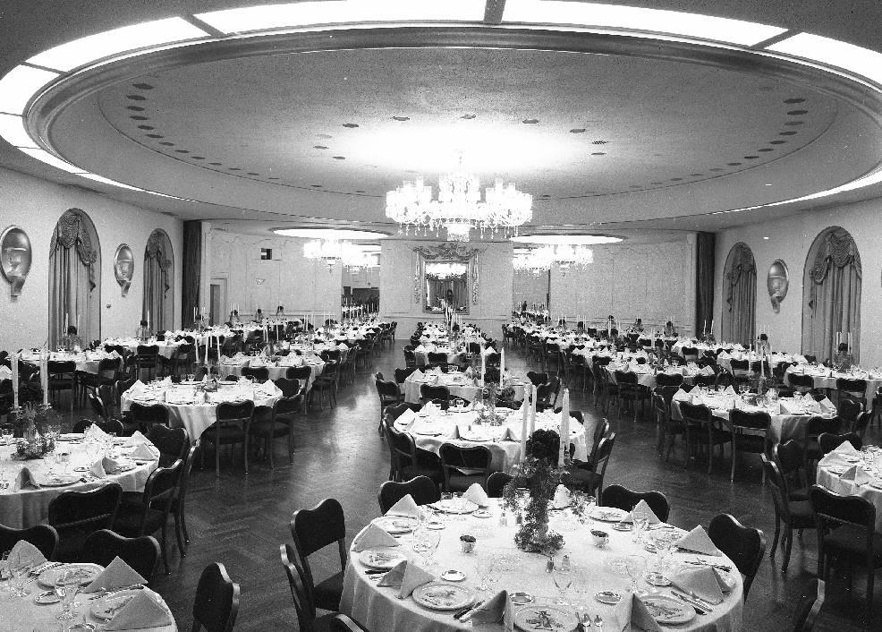 PHOTO  CHICAGO  AMBASSADOR EAST HOTEL  GUILDHALL BANQUET ROOM  1959  CHUCKMANS PHOTOS ON
