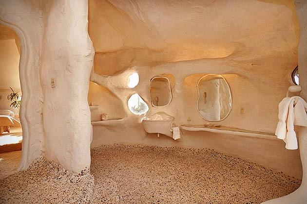Dick-Clarks-Flintstones-House-in-Malibu-7-934x