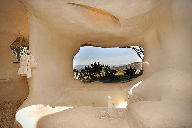 Dick-Clarks-Flintstones-House-in-Malibu-8-934x