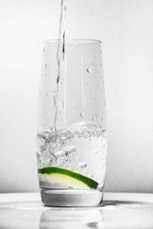 pitný režim počas chudnutia - nápoj voda