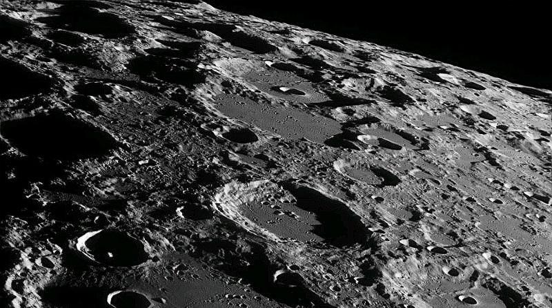 Лунная поверхность | Фото: http://spacegid.com/