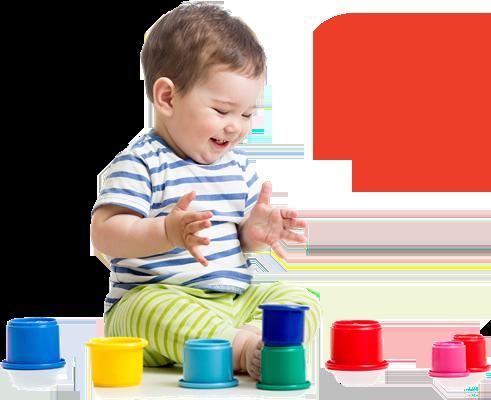 мальчик играет с формочками, мальчик в тельняшке, малыш