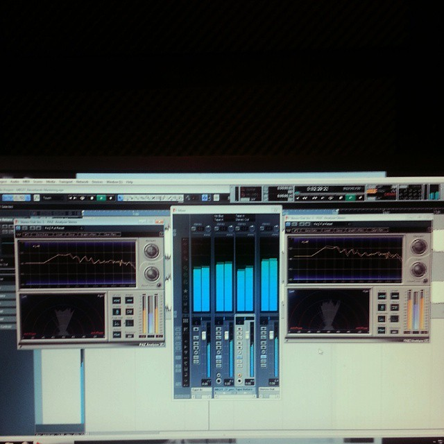 """Mastering sessions at #thecompanysound // #Lisbon meets #Kiev // M.I.G. 27 """"Neverlands"""" http://ift.tt/17liTWz"""