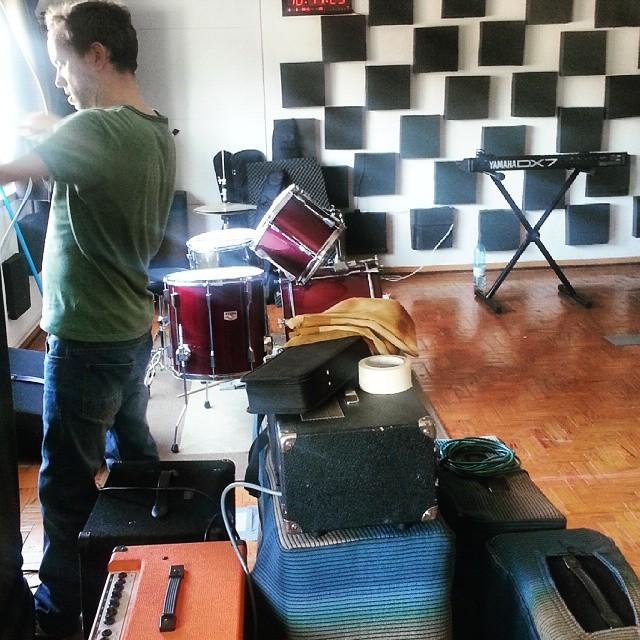 #thecompanysound // hoje às 21h.30m, Os Capetas ao vivo no estúdio. Transmissão em directo na #stressfm // #Lisboa http://ift.tt/1AUCLwJ
