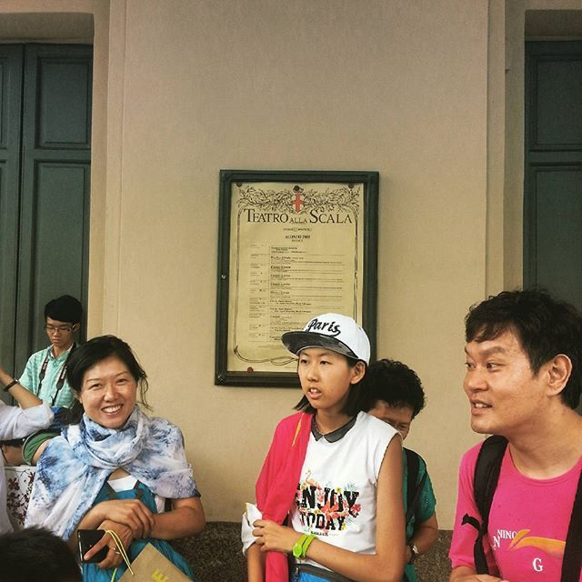 Global crowd, local symbols. #milanocentrodelmondo http://ift.tt/1hEmxj8