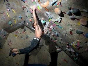【上級者向け】スタッフが教えるボルダリング上達のコツ ~2級を登るためのトレーニング~