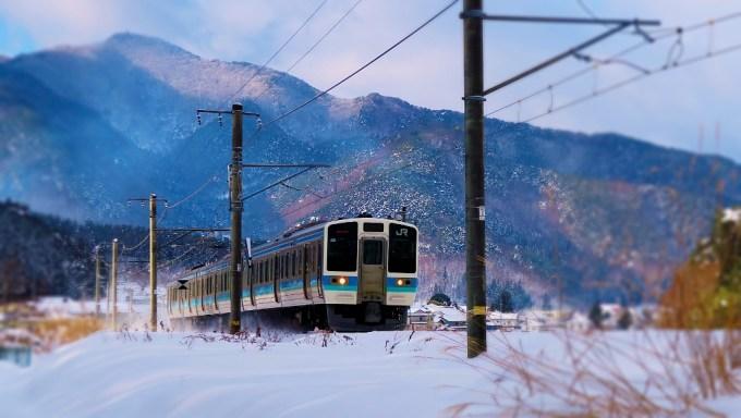 JR篠ノ井線冠着駅電車雪景色