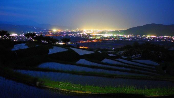 長野県千曲市姨捨の棚田田毎の月お田植え夜景