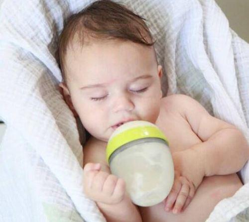Review bình sữa Comotomo chính hãng