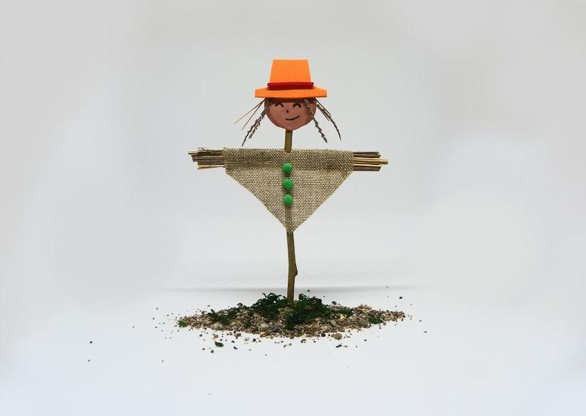 Miniatura decorativa: Espantapájaros para la huerta