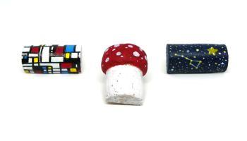 imanes de nevera decorativos hechos con tapones de corcho y un iman