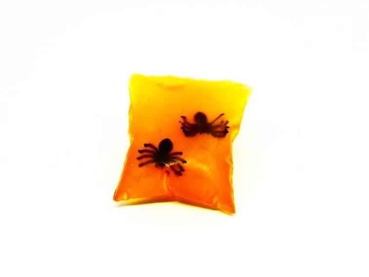 ¿Cómo hacer pastillas de jabón de glicerina con sorpresa en su interior para niños y niñas?