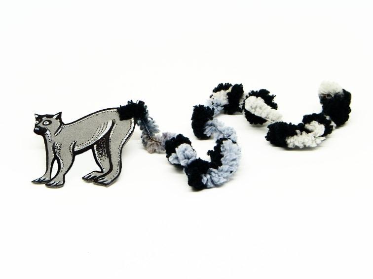 ¿Cómo hacer un marcapáginas de un Lémur con goma eva y lana?