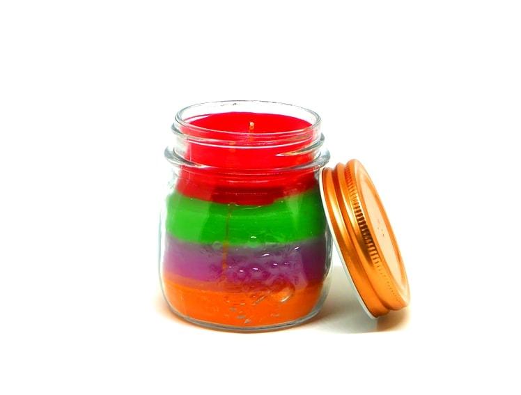 ¿Cómo hacer una vela de colores en un frasco de cristal?