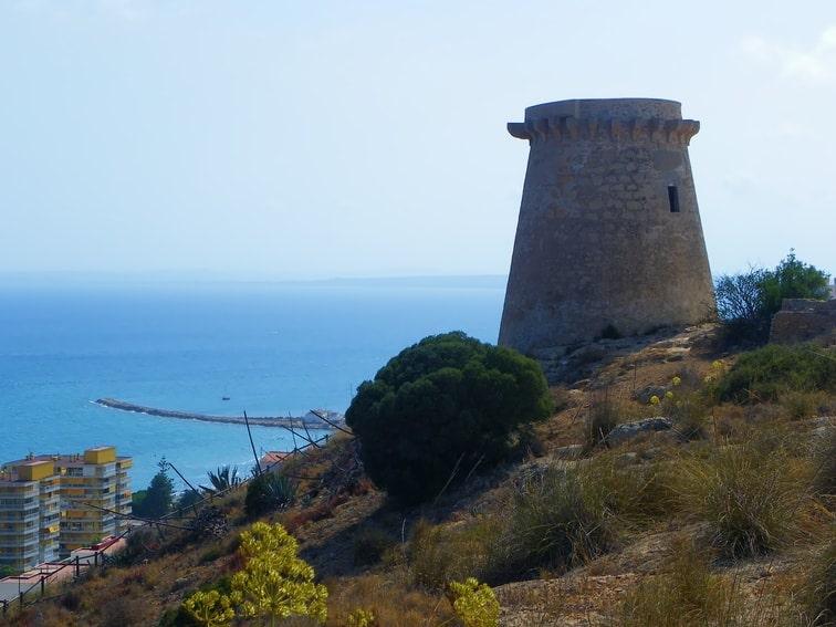 Time Lapse 360° de un paisaje costero: zona este del litoral de Santa Pola, torre vigía de Escaletes