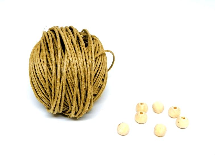 cuerda de yute y cuentas de madera