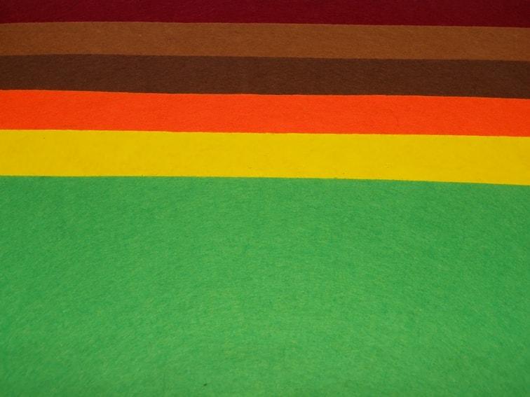 laminas de fieltro de colores calidos