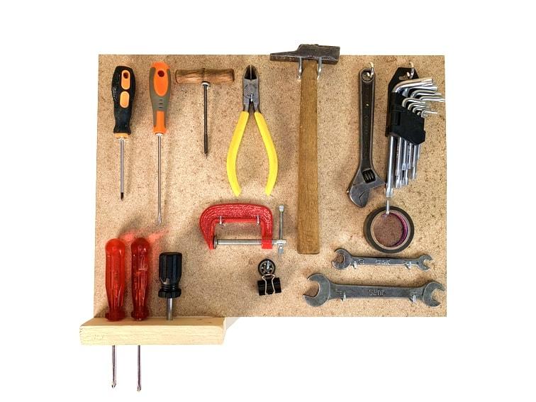 ¿Cómo hacer un panel para herramientas con un tablero de madera?