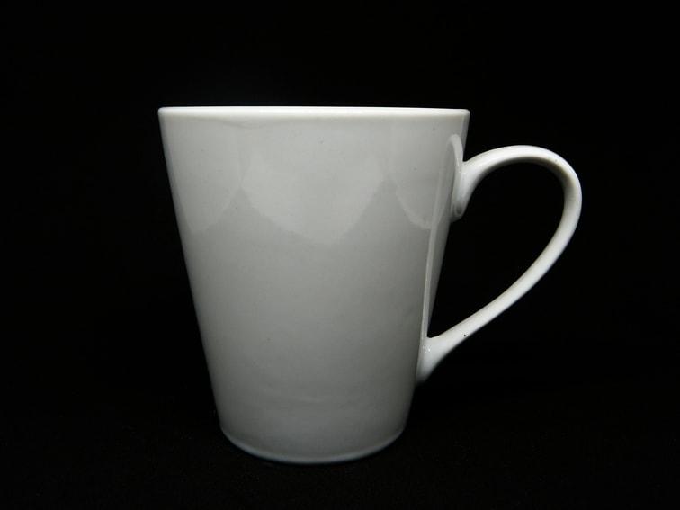 taza de ceramica blanca
