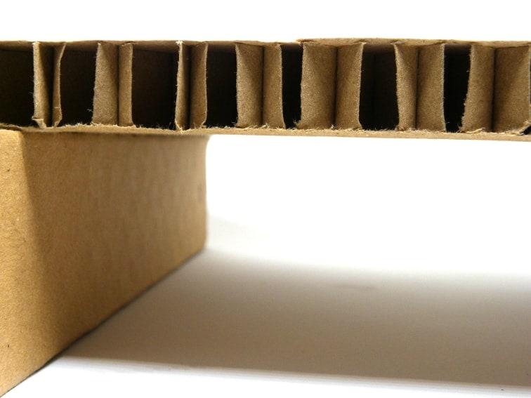 montaje del soporte de carton para el monitor