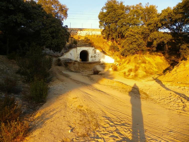 monte de el pardo paso de un tunel por debajo de las vias del tren